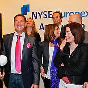 NLD/Amsterdam/20110125 - Opening Amsterdamse Effectenbeurs door cast Legally Blond, Albert Verlinde met de castleden, Laura Vlasblom, Kim-Lian van der Meij en Roy van Iersel