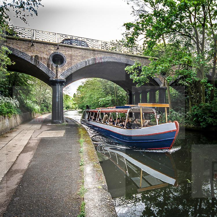 Navigazione sul Regent's Canal<br /> <br /> Navigation on Regent's Canal