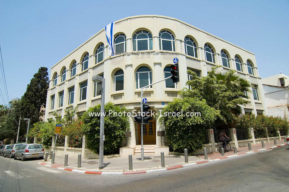 Israel, Tel Aviv, Tziporen House Renovated Bauhaus building at 45 Ehad Haam Street. houses the Sheraton Hotel offices in Israel. UNESCO has declared Tel Aviv an international heritage due to the abundance of the Bauhaus architectural style