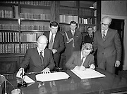 Dissolution of 22nd Dáil Éireann 1982. .27/01/1982.01/27/82.27th January 1982.Image of the Taoiseach Garret Fitzgerald signing the warrant of dissolution of the Dáil. The signing was carried out at  Áras an Uachtaráin