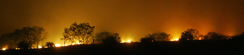 San Manuel, TX - 18 Mar 2008 -.Fire spreads toward US 281 on Wednesday night..Photo by Alex Jones / ajones@themonitor.com