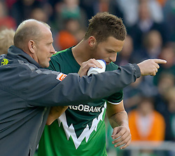28.08.2010, Weser Stadion, Bremen, GER, 1.FBL, Werder Bremen vs 1. FC Koeln im Bild Thomas Schaaf ( Werder  - Trainer  COACH) Marko Arnautovic (Werder #07 )    EXPA Pictures © 2010, PhotoCredit: EXPA/ nph/  Kokenge+++++ ATTENTION - OUT OF GER +++++ / SPORTIDA PHOTO AGENCY