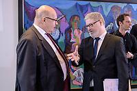 29 JAN 2020, BERLIN/GERMANY:<br /> Peter Altmeier (L), CDU, Bundeswirtschaftsminister, Lars-Hendrik Roeller (R), Oekonom, Abteilungsleiter Wirtschafts- und Finanzabteilung im Bundeskanzleramt, im Gespraech, vor Beginn der Kabinettsitzung, Bundeskanzleramt<br /> IMAGE: 20200129-01-002<br /> KEYWORDS: Lars-Hendrik Röller, Gespräch, Kabinett, Sitzung