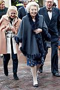 Prinses Mabel heeft in de Grote Kerk in Vlaardingen namens de mede door haar opgerichte organisatie Girls Not Brides de Geuzenpenning in ontvangst genomen.<br /> <br /> In the Grote Kerk in Vlaardingen, Princess Mabel received the Geuzen Medal on behalf of the organization Girls Not Brides, which she co-founded.<br /> <br /> op de foto / On the photo: <br />  Prinses Beatrix