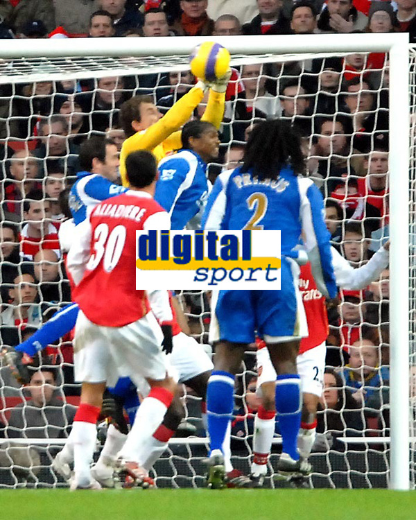 Photo: Ed Godden.<br />Arsenal v Portsmouth. The Barclays Premiership. 16/12/2006. Arsenal keeper Jens Lehmann punches the ball clear.