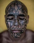 Mau Lozano 39 años<br />Retratos a Pandilleros de la MS, Mara Salvatrucha. Carcel de Chalatenango lugar donde tienen presos a pandilleros de la MS.