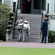Koninginnedag 2001 Soestdijk, Constantijn en Laurentien Brinkhorst arm in arm
