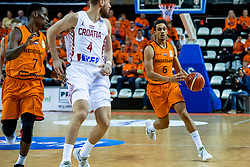 24-11-2017 NED: WC qualification Netherlands - Croatia, Almere<br /> First Round - Group D at the arena Topsportcentrum / Worthy De Jong #6 of Netherlands
