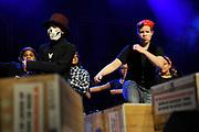 Guus Meeuwis lanceert nieuwe War Child schoolmusical in Carre Amsterdam.<br /> <br /> Op de foto:  kinderen van jeugdtheaterschool Zuidoost tijdens de lancering van de nieuwe War Child schoolmusical