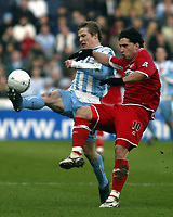 Photo: Chris Ratcliffe.<br />Coventry City v Middlesbrough. The FA Cup. 28/01/2006.<br />Gary McSheffrey (L) of Coventry beats Fabio Rochemback of Boro to the ball.