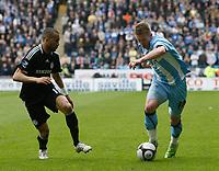 Photo: Steve Bond/Richard Lane Photography.<br />Coventry City v Chelsea. FA Cup 6th Round. 07/03/2009. Freddy Eastwood (R) takes on Jose Bosingwa (L)