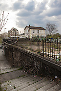 Paris 16 th district, the petite ceinture, the former train line / la petite ceinture, l'ancienne voie de chemin de fer qui faisait le tour de Paris. dans le 16 em arrondissement