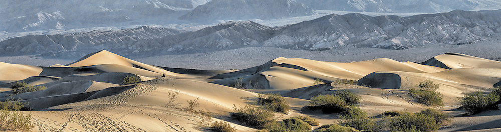 Sunrise in the Mesquite Flat Sand Dunes in Death Valley National Park in California, USA