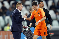(l-r) coach Ronald Koeman of Holland, Marten de Roon of Holland during the International friendly match between Italy and The Netherlands at Allianz Stadium on June 04, 2018 in Turin, Italy