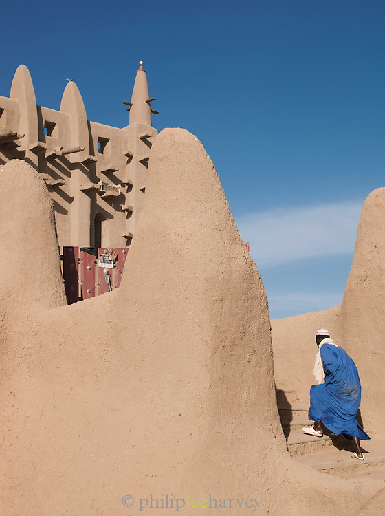 A man arrives at the Great Mosque of Djenné, the worlds largest mud built structure and UNESCO heritage site, for daily prayers in Djenné, Mali