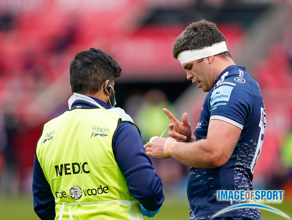 Sale Sharks flanker Jono Ross tapes his fingers during a Gallagher Premiership Round 14 Rugby Union match, Sunday, Mar 21, 2021, in Eccles, United Kingdom. (Steve Flynn/Image of Sport)