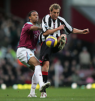 Photo: Lee Earle.<br /> West Ham United v Sheffield United. The Barclays Premiership. 25/11/2006. West Ham's Anton Ferdinand (L) battles with Rob Hulse.