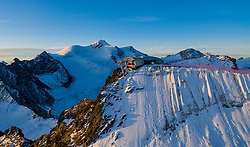 THEMENBILD - Bergstation Wildspitzbahn am Hinteren Brunnenkogel (3440m) während dem Sonnenaufgang im Hintergrund die Wildspitze (3.774m). Pitztaler Gletscher. St. Leonhard im Pitztal, Österreich am Donnerstag, 19. September 2019 // Wildspitzbahn mountain station on the Brunnenkogel mountain (3440m) in the backgound Wildspitze mountain (3774m) during the sunrise. Thursday, September 19, 2019 at the Pitztal Glacier. St. Leonhard im Pitztal, Austria. EXPA Pictures © 2019, PhotoCredit: EXPA/ Johann Groder