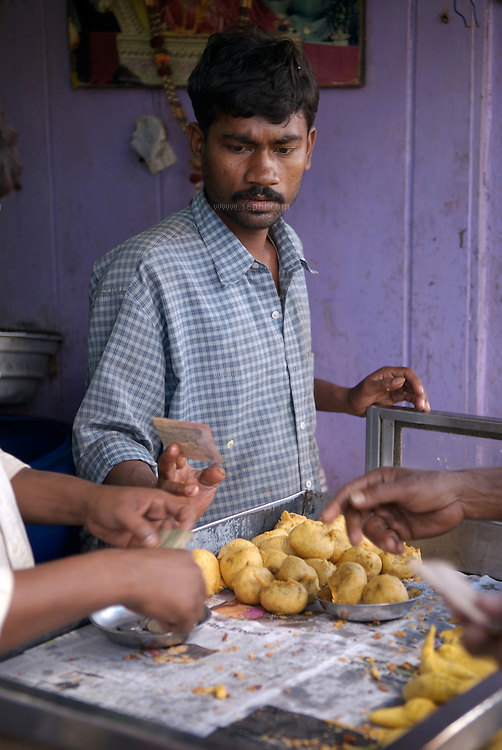 Aloo Chaap is a local potato snack in central India. A famouse stand near the train station in Raipur is doing brisk business. Chhattisgarh, January 2007
