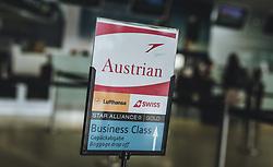 THEMENBILD - Wegweiser für Austrian, Lufthansa, Swiss, Star Alliance Gold, Business Class, aufgenommen am 15. August 2018 in Graz, Oesterreich // Signpost for Austrian Airlines, Lufthansa, Swiss, Star Alliance Gold, Business Class, Airport Graz, Austria on 2018/08/15. EXPA Pictures © 2018, PhotoCredit: EXPA/ JFK