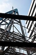 Nederland, Den Bosch, 20091014..Nieuwbouw van het Jeroen Bosch Ziekenhuis in Den Bosch. .Architect: EGM Architecten..Het nieuwe ziekenhuis dient als vervanging voor de huidige ziekenhuizen: Groot Zieken Gasthuis, Carolus en Willem Alexander. Het ziekenhuis zal een capaciteit krijgen van 730 bedden..Gezondheidspark Willemspoort-Midden.Bij het ziekenhuis komt het Zorgpark Willemspoort. Een gemengde wijk, waarin wonen, bedrijvigheid, onderwijs en winkels/dienstverlening geïntegreerd worden. ..Netherlands, Den Bosch, 20091014. ?Construction of the Jeroen Bosch Hospital in Den Bosch. Architect: Architects EGM ?The new hospital is to replace the current hospitals: Groot Zieken Gasthuis, Carolus en Willem Alexander. The hospital will have a capacity of 730 beds. ?Health-Central Park Willemspoort ?Near the hospital a Care Park, Willemspoort will be build. Mixed neighborhoods, where housing, business, education and shopping / services are integrated. ? Architecture Building Health Care Hospital    .Gerlo Beernink/Hollandse Hoogte