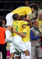 Jubel 1:1 v.l. Juninho, Robinho, Torschutze Ronaldo Brasilien<br /> Fussball WM 2006 Japan - Brasilien<br /> Japan - Brasil<br /> Norway only