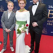 NLD/Scheveningen/20151213 - Premiere musical Beauty and the Beast, Mariska van Kolck met haar zonen Christopher, Vincent