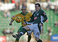 Photo: Lee Earle.<br /> Plymouth Argyle v Norwich City. Coca Cola Championship.<br /> 14/01/2006. Norwich's Jason Jarrett (L) holds off Paul Wotton.