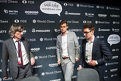 November 10, 2018 - London, GREAT BRITAIN - 181110 Daniel King, press officer, Magnus Carlsen of Norway and Fabiano Caruana of USA during a press conference after round 2 of The FIDE World Chess Championship 2018 on November 10, 2018 in London. .Photo: Fredrik Varfjell / BILDBYRÃ…N / kod FV / 150158 (Credit Image: © Fredrik Varfjell/Bildbyran via ZUMA Press)