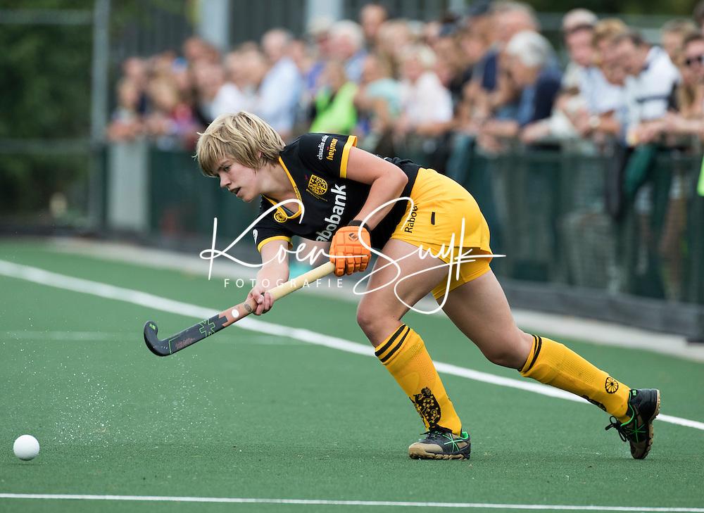 AMSTELVEEN -Hockey - Imme van der Hoek (Den Bosch) tijdens de hoofdklasse hockeywedstrijd dames Hurley-Den Bosch (1-1). Copyright KOEN SUYK