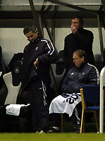 Fotball<br /> FA-cup 2005<br /> Newcastle v Chelsea<br /> 20. februar 2004<br /> Foto: Digitalsport<br /> NORWAY ONLY<br /> Newcastle manager Graeme Souness (R) seems to hide his glee following Chelsea counterpart Jose Mourinho's decision to make three changes at half time.