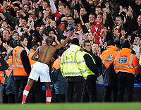 Fotball<br /> England<br /> Foto: Fotosports/Digitalsport<br /> NORWAY ONLY<br /> <br /> Chelsea v Arsenal Premier League 30.11.08 <br /> <br /> William Gallas Arsenal throws his shirt into the crowd at the end of the game
