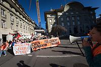 SCHWEIZ - BERN - Demonstration 'Essen ist politisch!' organisiert von 'Landwirtschaft mit Zukunft', hinter dieser Initative stehen über 30 Organisationen, welche zur Demonstration aufgerufen haben. Hier das Fronttransparent auf dem Bundesplatz - 22. Februar 2020 © Raphael Hünerfauth - http://huenerfauth.ch