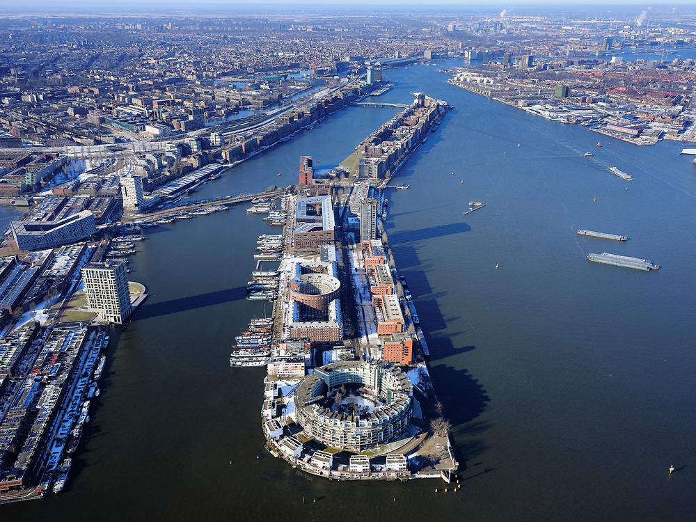 Nederland, Noord-Holland, Amsterdam, 13-02-2021; Voormalig Oostelijk havengebied met Java-eiland en KNSM-eiland (voorgrond). <br /> luchtfoto (toeslag op standaard tarieven);<br /> aerial photo (additional fee required)<br /> copyright © 2021 foto/photo Siebe Swart