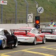 NLD/Zandvoort/20050610 - Training McGregor Porsche GT3 Cup Challenge, wachten voor het rode licht