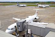 Confins_MG, Brasil...Aeroporto internacional Tancredo Neves (Confins). Na foto avioes na pista...International airport Tancredo Neves (Confins). In this photo airplanes on runway...Foto: BRUNO VILELA / NITRO