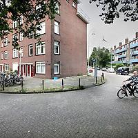 Nederland, Amsterdam , 27 juli 2012..Links de Hertspiegelweg met  een geval van woningoplichting dmv sleutelgeld vervolgens een foute sleutel aanleveren..Sleutelfraude..Foto:Jean-Pierre Jans