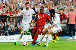 05.08.2015, Allianz Arena, Muenchen, GER, AUDI CUP, FC Bayern Muenchen vs Real Madrid, im Bild vl. Sergio Ramos (Real Madrid), Douglas Costa (FC Bayern Muenchen) und Alvaro Arbeloa (Real Madrid) // during the 2015 Audi Cup Match between FC Bayern Munich and Real Madrid at the Allianz Arena in Muenchen, Germany on 2015/08/05. EXPA Pictures © 2015, PhotoCredit: EXPA/ Eibner-Pressefoto/ Stuetzle<br /> <br /> *****ATTENTION - OUT of GER*****