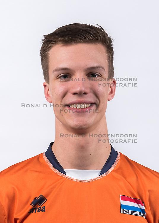 23-02-2016 NED: Selectie volleybalteam Jong Oranje mannen, Arnhem<br /> Fotoshoot met de mannen die 1 januari 1997 zijn geboren /