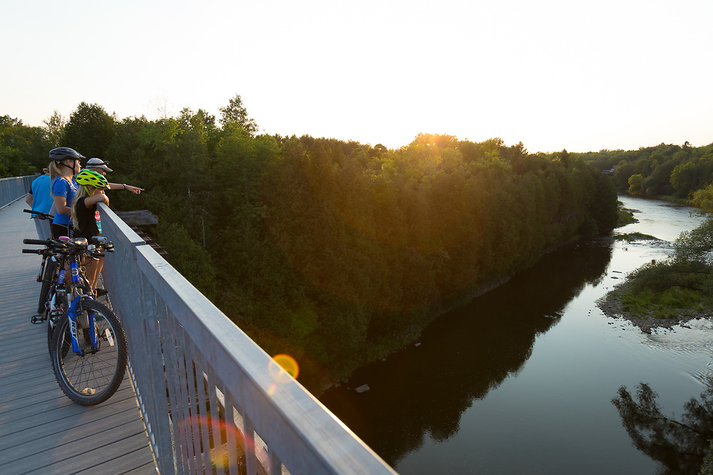 The Tressel Bridge spans the Grand River and the trail connects the towns of Elora and Fergus, Elora, Ontario, Canada