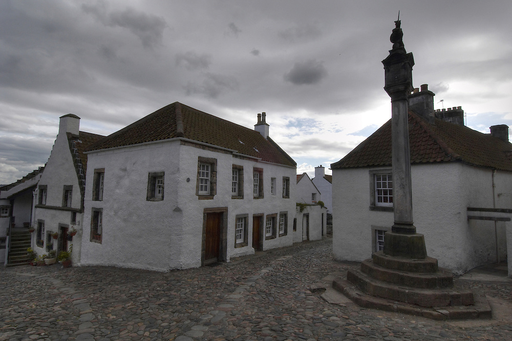 The mercat cross in the historical village of Culross, Fife, Scotland<br />