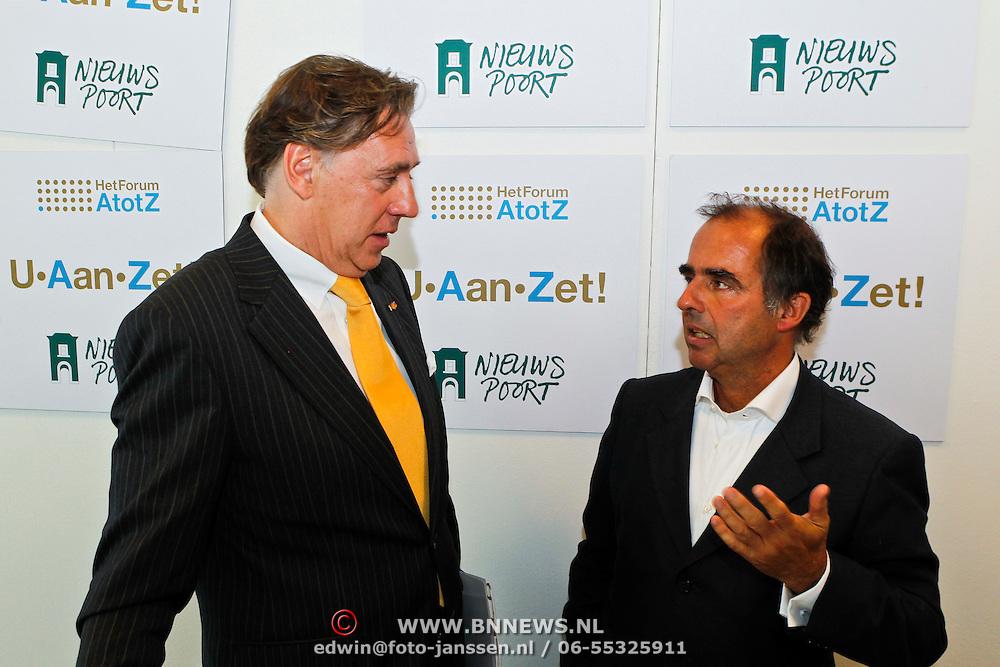 NLD/Den Haag/20100906 - Start Alfabetiseringsweek met installatie forum A tot Z, Ed Nijpels in gesprek met voorzitter Frits van Oostrom
