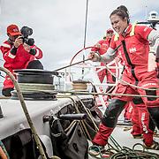 © María Muiña I MAPFRE: Támara Echegoyen a bordo del MAPFRE durante un entrenamiento costero. Támara Echegoyen on board MAPFRE during an inshore training.