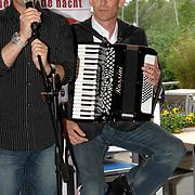 NLD/Amsterdam/20070509 - CD presentatie Bart Bosch, Bart met accordeonist Christian Grotenbreg