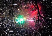 """V. 16. Valencia, 19/03/2005. El cielo de Valencia se ilumina con los colores del castillo de fuegos artificiales de la """"Nit del Foc"""" (Noche del fuego), que se ha disparado la vispera de la """"Cremà"""". EFE/Kai Försterling"""