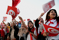 TUNIS, June 19, 2018  Tunisian football fans cheer for the team when they watched the 2018 FIFA World Cup match between Tunisia and England on a big screen in Tunis, capital of Tunisia, on June 18, 2018. (Credit Image: © Adele Ezzine/Xinhua via ZUMA Wire)