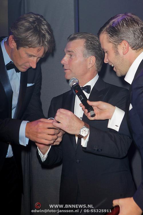 NLD/Amsterdam/20111029- JFK Greatest Man Award 2011, winnaar Edwin van der Sar en Hens Begijn van Audemars Piquet en Winston Gerschtanowitz