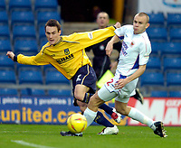 Photo: Richard Lane.<br />Oxford United v Carlisle United. Nationwide Division Three. 13/12/2003.<br />Dean Whitehead crosses the ball past Lee Andrews.