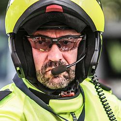 Boels Rental Ladies Tour Bunde-Valkenburg geconcentreerd voor de start een van de politiemotards