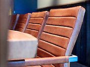 Stoelen aan vergadertafel - Chairs at a meeting tabel
